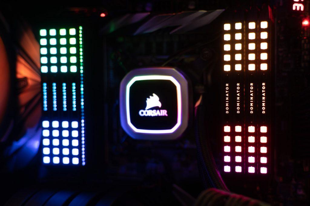 Hệ thống đèn LED CAPELLIX mang lại cho hệ thống Dominator một màu sắc rực rỡ