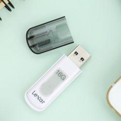 USB 3.0 Lexar V100 JumpDrive 64 GB